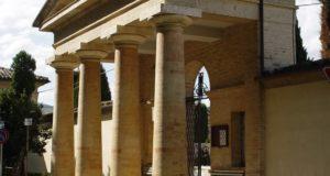 L'ingresso del cimitero di San Michele
