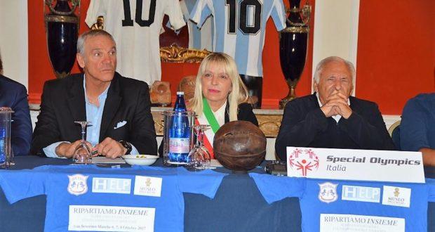 Da sinistra: Brio, il sindaco Piermattei e Mogol