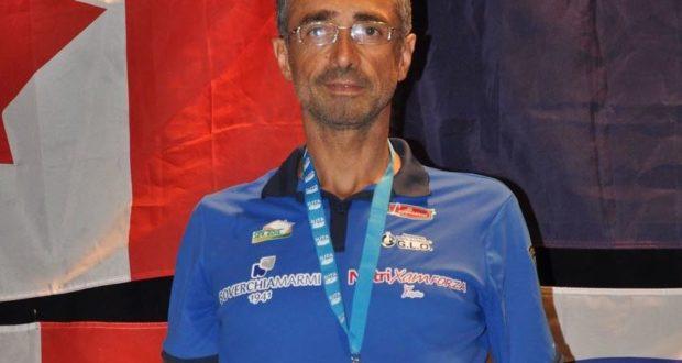 Alberto Cambio con la medaglia al collo