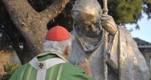 Il cardinal Menichelli e l'immagine di Giovanni Paolo II