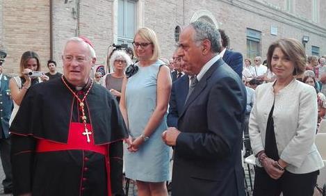 Il cardinal Bassetti a Macerata (foto Ansa)