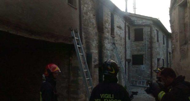 Vigili del fuoco in azione a Gaglianvecchio