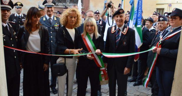 Inaugurazione della nuova sede dell'Associazione nazionale dei carabinieri: presente anche la vedova Piermanni