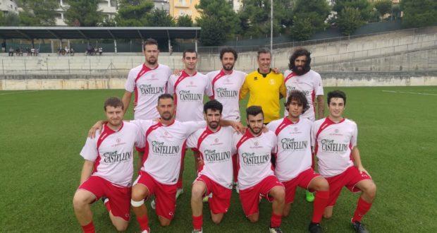 Biancorossi in campo a Torre San Patrizio all'inizio del match