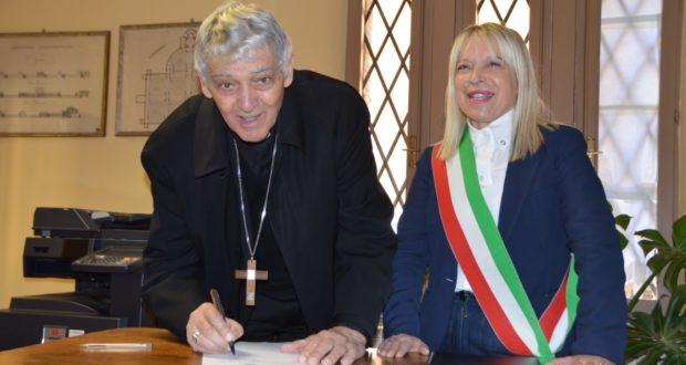 Il Cardinal Menichelli con il sindaco Rosa Piermattei