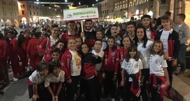 Atleti della Rotellistica Settempeda in Piazza del Popolo