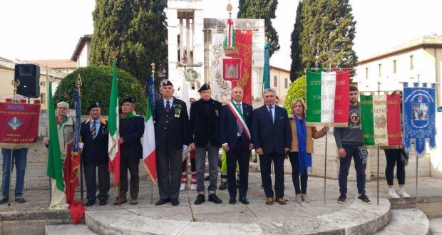 La cerimonia al Monumento ai Caduti