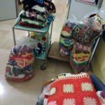 """Le coperte donate ai """"nonnini"""" della Casa di riposo"""