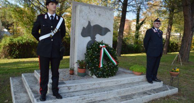 Cerimonia al monumento (foto d'archivio)