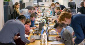 Attività digitali in cui sono impegnati adulti e bambini