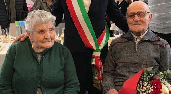 Ubaldo Ricottini assieme a sua moglie e al sindaco