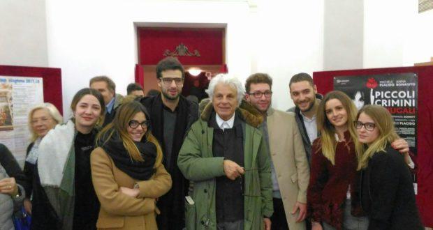 Migliozzi, presidente della Pro loco, assieme a Michele Placido e alcuni amici del pubblico