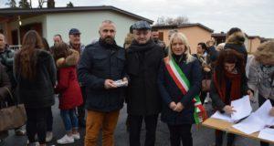La consegna delle chiavi da parte del sindaco e dell'assessore regionale Sciapichetti