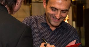 Carlo Boldrini autografa il suo libro