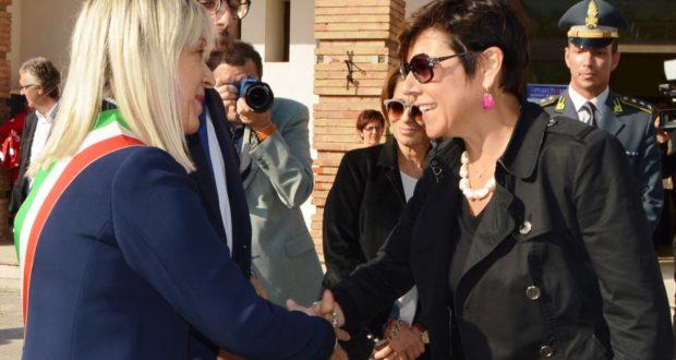 L'incontro fra la De Micheli e il sindaco Piermattei a San Severino