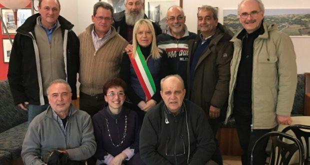 Il gruppo di Torrazza Coste con il sindaco Rosa Piermattei e il coordinatore della Protezione civile, Dino Marinelli