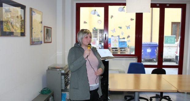 Sabrina Piantoni durante la visita alla Casa di riposo
