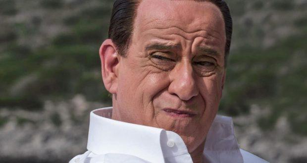 Servillo interpreta Silvio Berlusconi