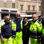 Volontari della Protezione civile con la De Micheli e l'assessore regionale Sciapichetti
