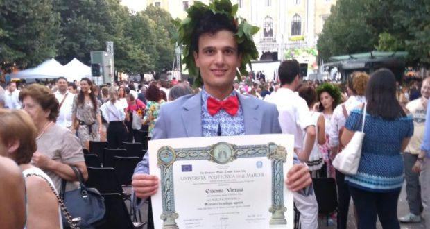 Giacomo Ventura con il diploma di laurea