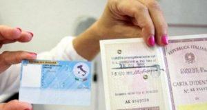 La vecchia carta d'identità lascia il posto al formato elettronico