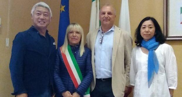 Gli ospiti giapponesi con il sindaco Rosa Piermattei e il consigliere Giovanni Meschini
