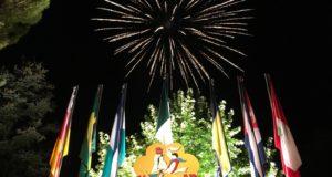 I fuochi d'artificio alla fine del Galà del folclore