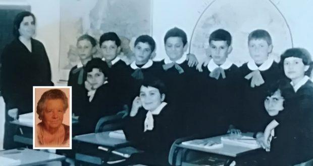 La maestra Palmina nel riquadro e in una foto del 1968