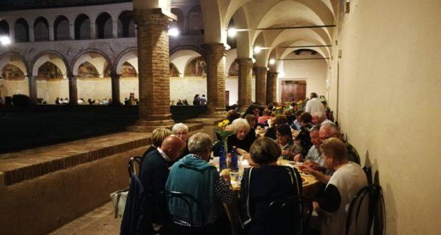 La cena nel chiostro di San Domenico