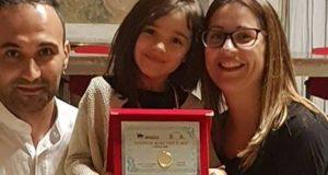Nicole Marzaroli assieme ai genitori dopo il successo di Modena