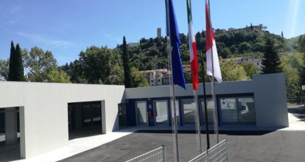 L'ingresso della nuova scuola