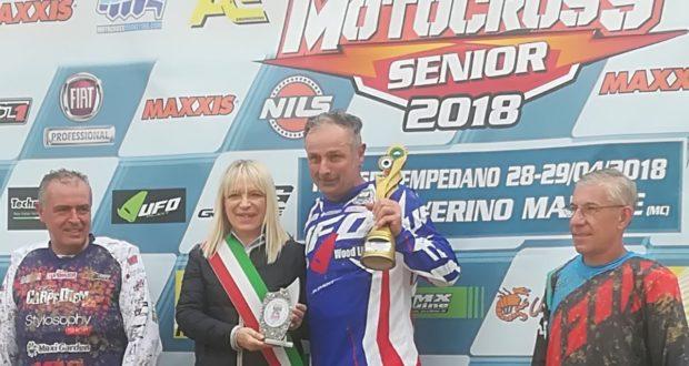Manlio premiato a San Severino dal sindaco Rosa Piermattei