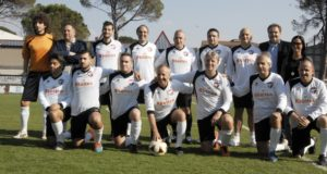 La formazione con Paoloni in campo per solidarietà