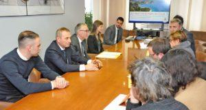 La famiglia Teloni e il Governatore Ceriscioli in conferenza stampa