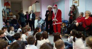 L'incontro con Babbo Natale e con gli ospiti della Casa di riposo