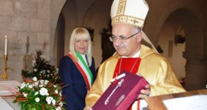 La consegna delle chiavi della Città al nuovo vescovo
