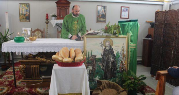 Il parroco don Luca Ferro