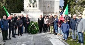 La commemorazione presso il Monumento ai caduti