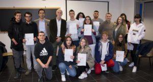 """Foto di gruppo degli studenti """"promossi"""" in Inglese"""