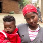 La ragazza madre e il suo piccolo di 7 mesi