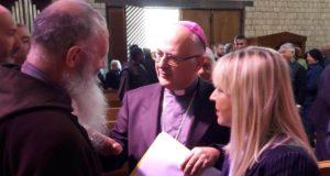 Da sinistra: Padre Gianni Pioli, il vescovo Francesco Massara e il sindaco Rosa Piermattei