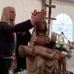 Il sindaco pone la corono d'oro sul capo della Vergine