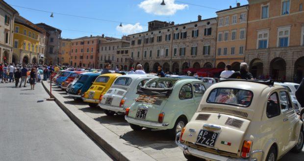 Il raduno delle 500 in Piazza del Popolo