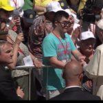 Antonio salutato da Papa Francesco