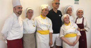 Bruno Spaccia (a sinistra) in una foto scattata lo scorso anno a Muccia con Andrea Bocelli