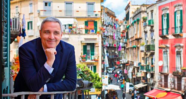 Maurizio De Giovanni nella sua Napoli