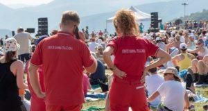 """Operatori della Croce rossa di San Severino impegnati in un concerto di """"RisorgiMarche"""""""