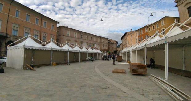 Mostra in allestimento in Piazza del Popolo