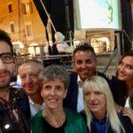 Il sindaco Rosa Piermattei con Carla Soverchia, Marco Moscatelli, Taryn Piccinini, Paolo Paoloni e Andrea Migliozzi in Piazza del Popolo a margine della sfilata di sabato sera