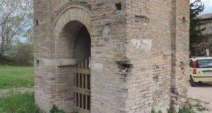 L'edicola all'ingresso della città